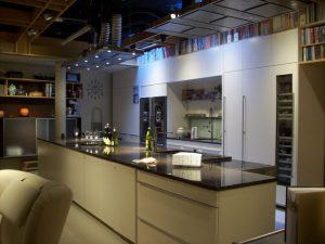 Tonputzwand von Emoton in Wohnküche
